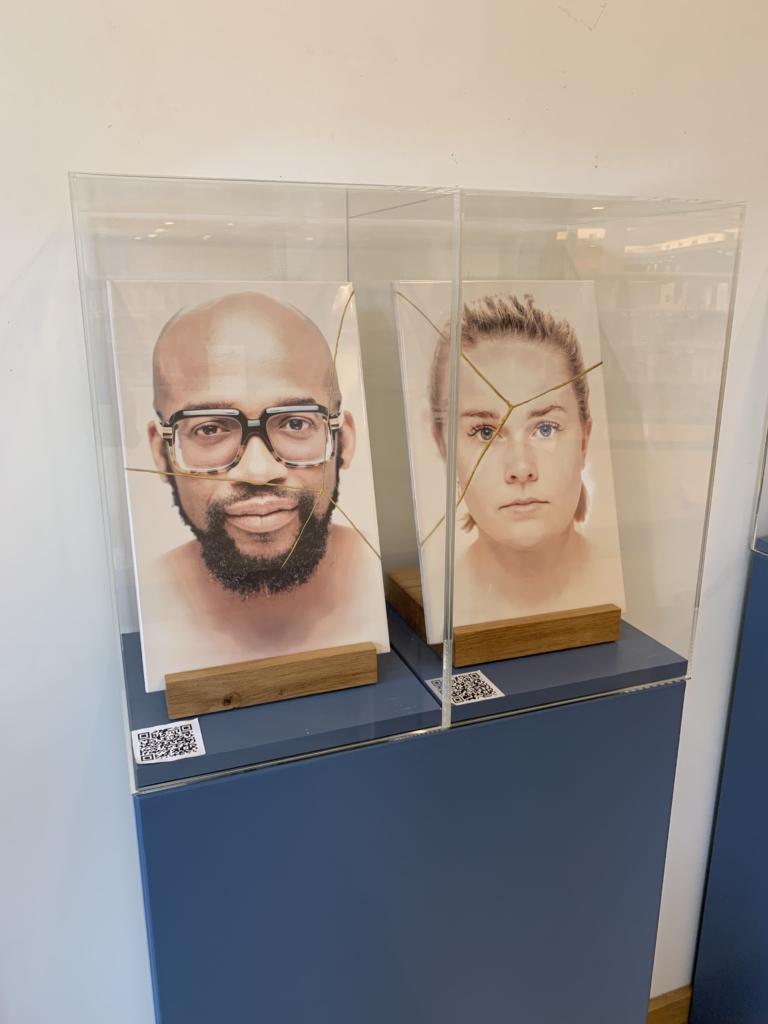 beeld van de expositie Voltooid Herstelde tijd. Portret Archell en Tessel
